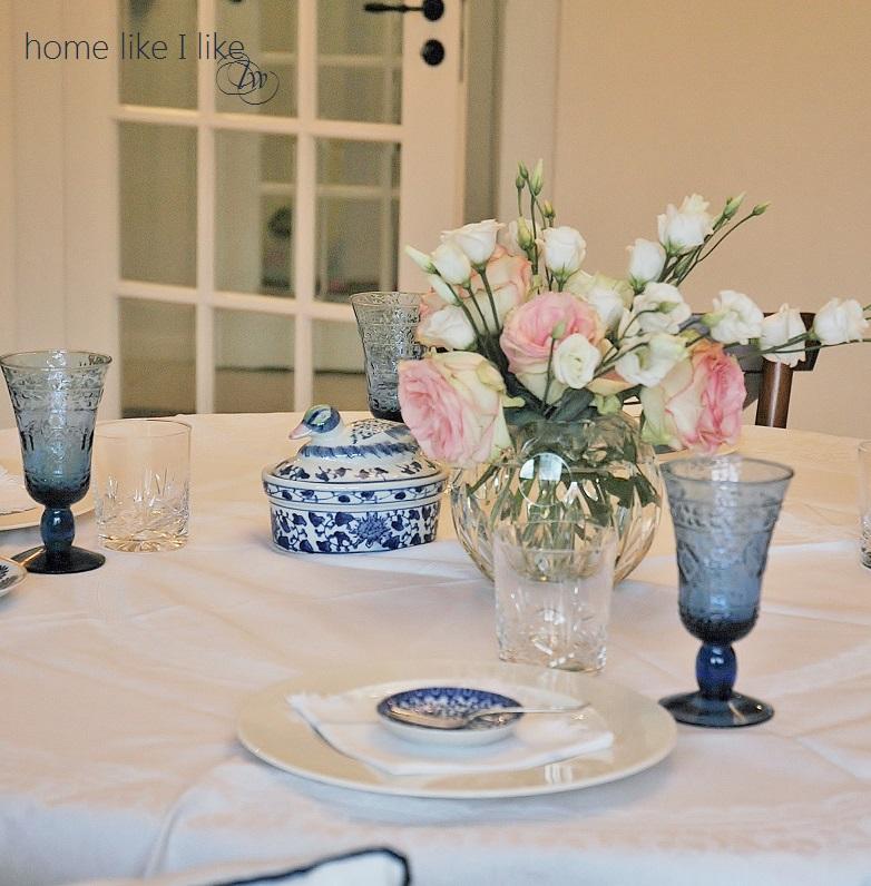 biało-niebieski stół
