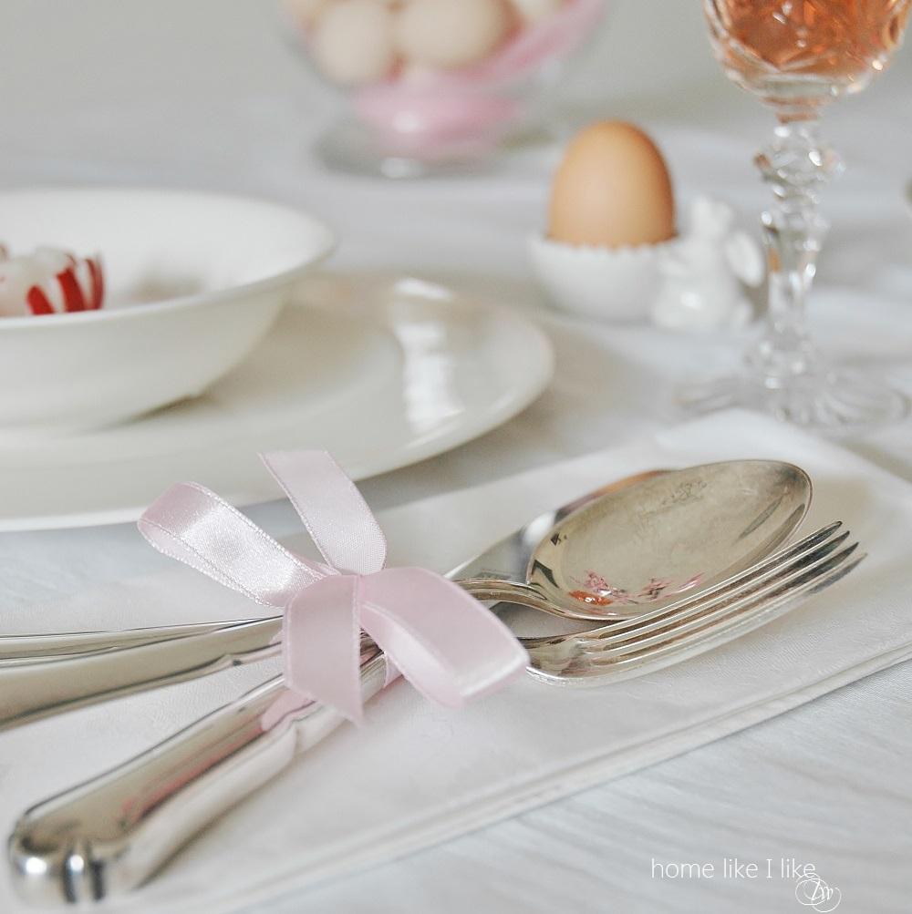 easter table - homelikeilike.com