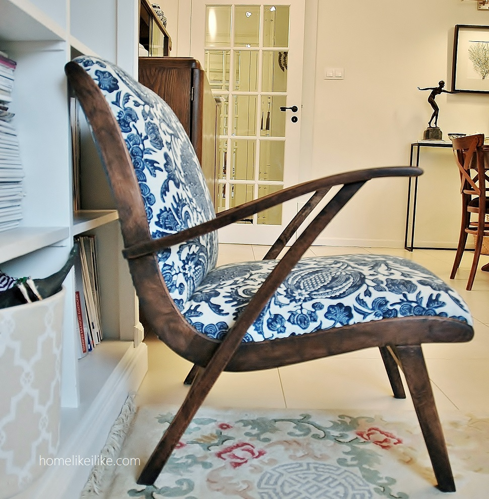 blue and white armchair - homelikeilike.com