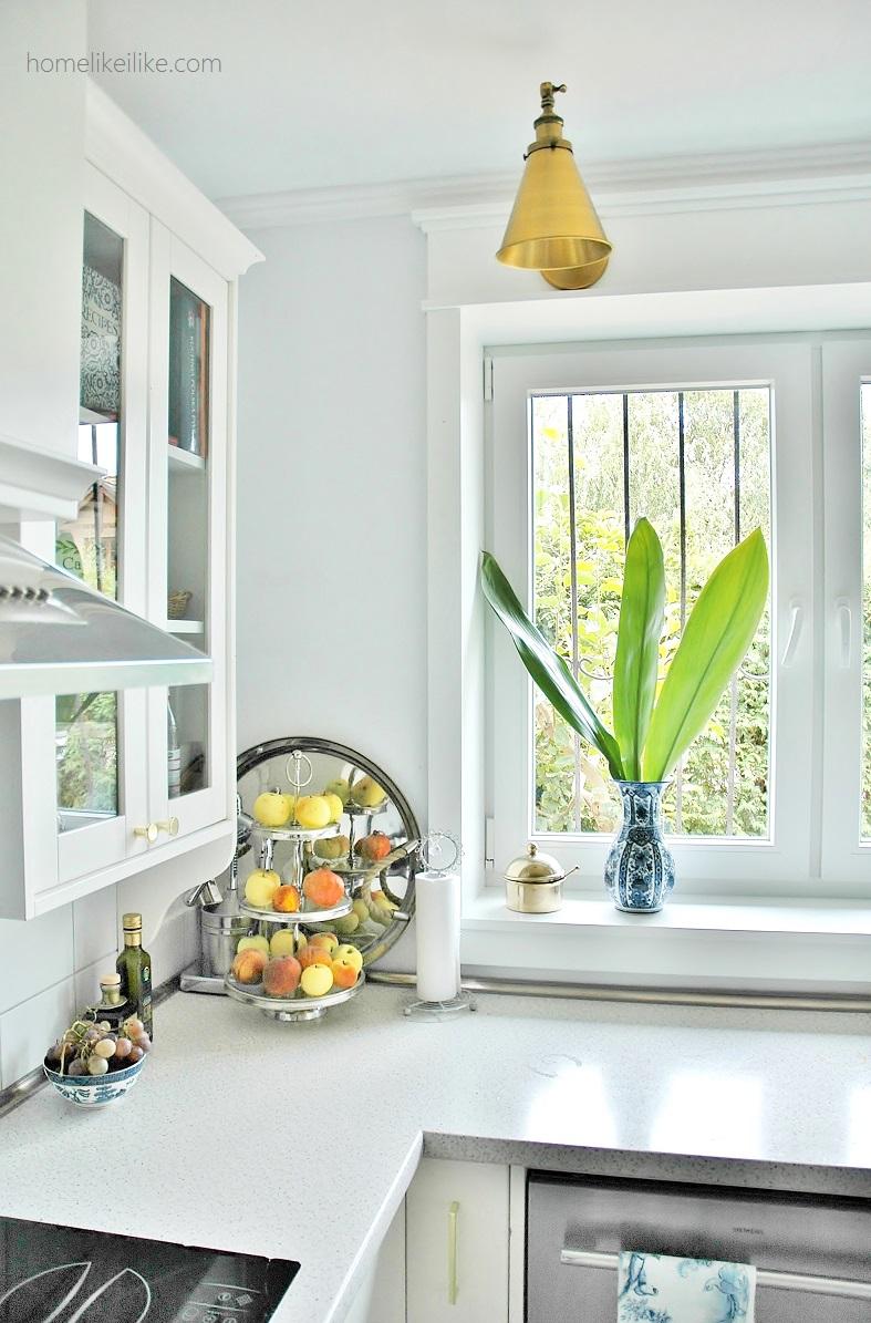white kitchen - homelikeilike.com