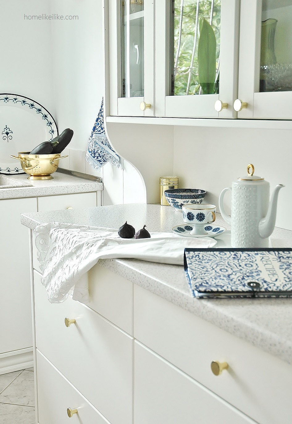 white kitchen - homelikeilike.com