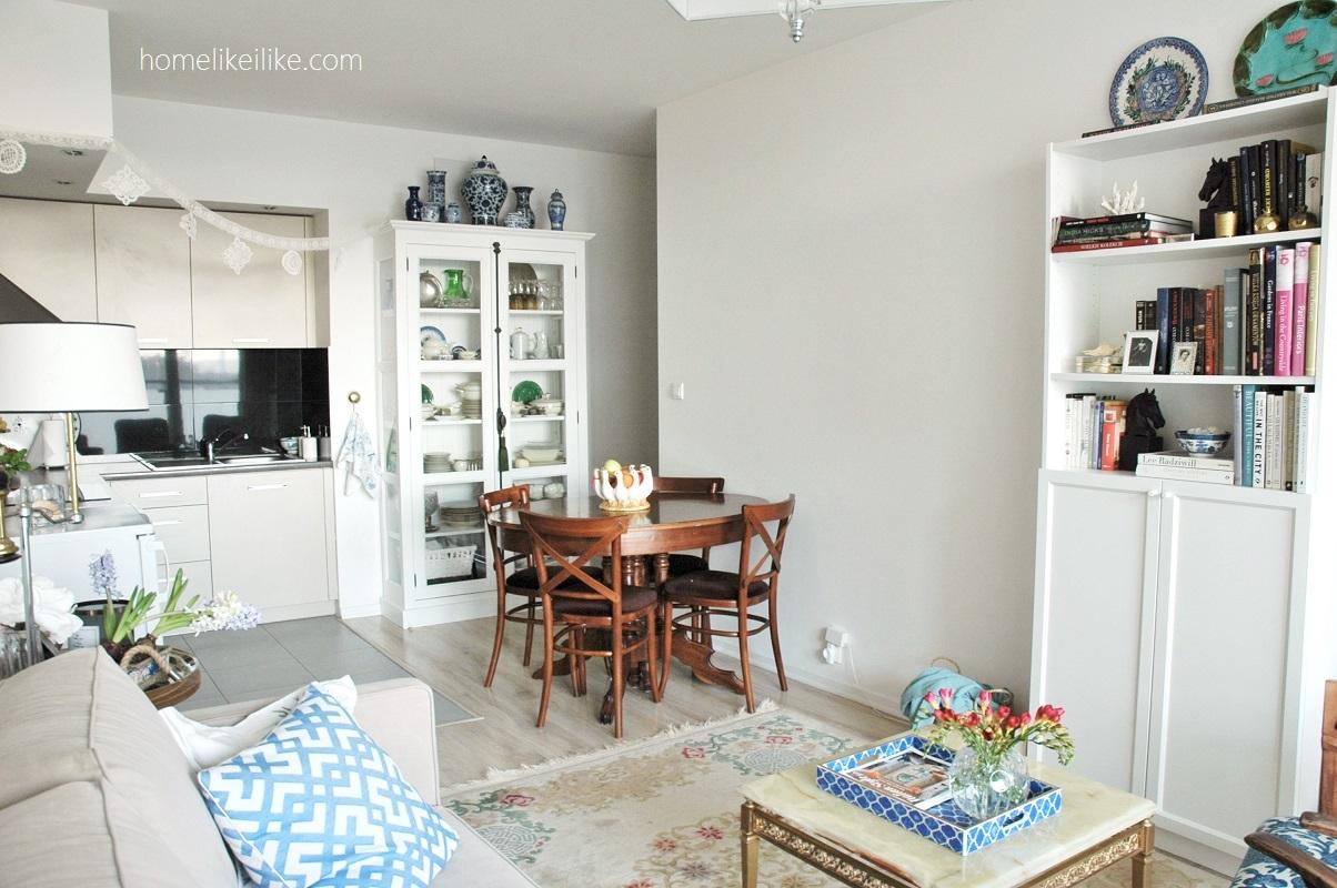 mały salon z aneksem kuchennym - homelikeilike.com