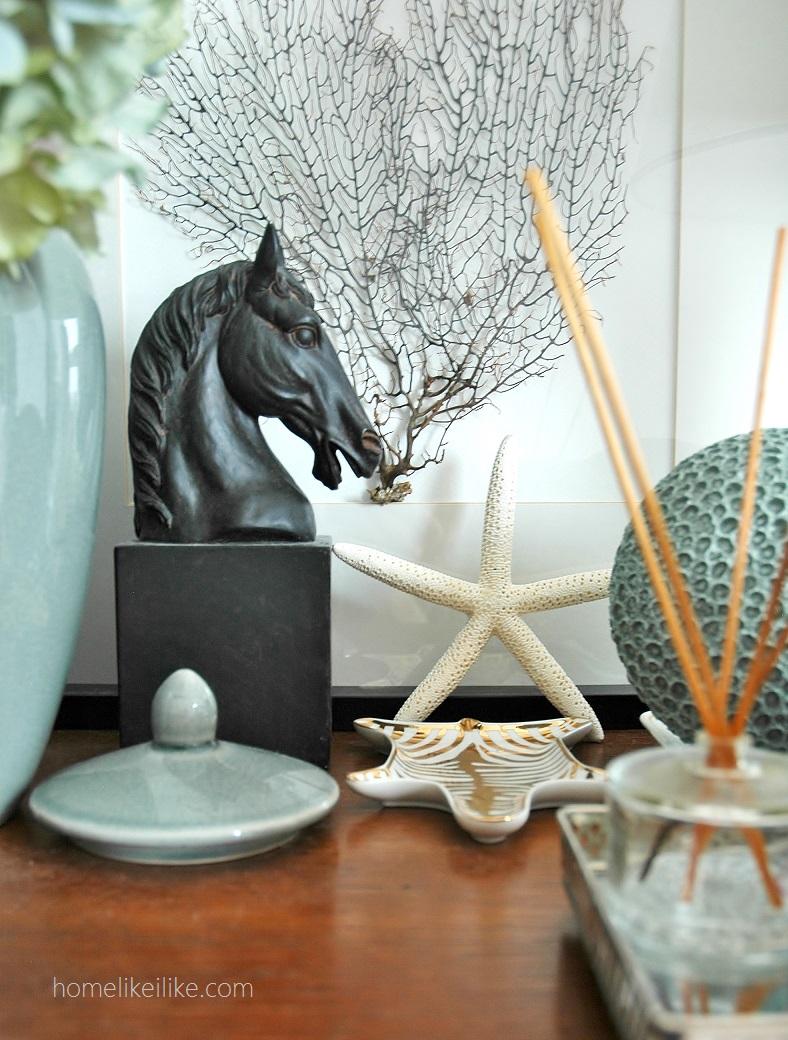 bedside table styling - homelikeilike.com
