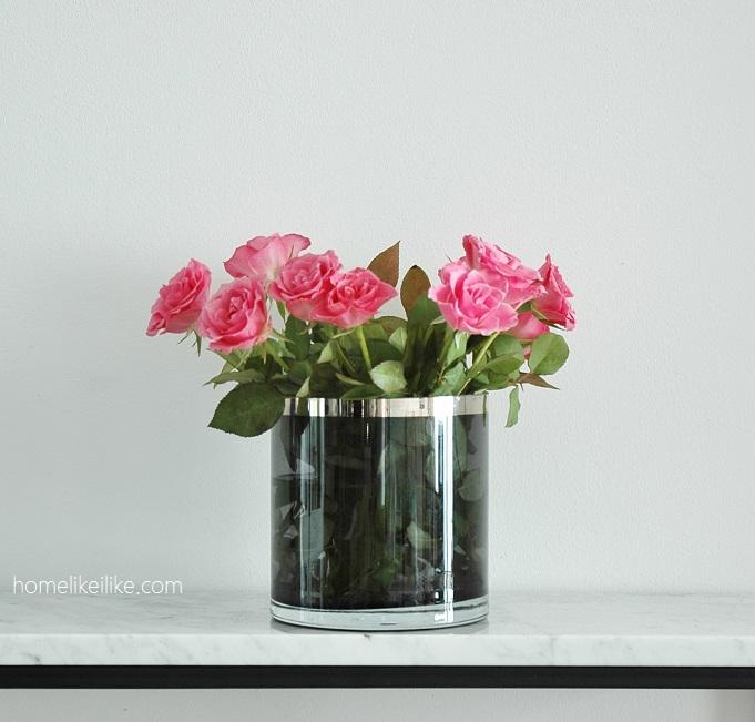 kwiaty w przezroczytym wazonie - homelikeilike.com
