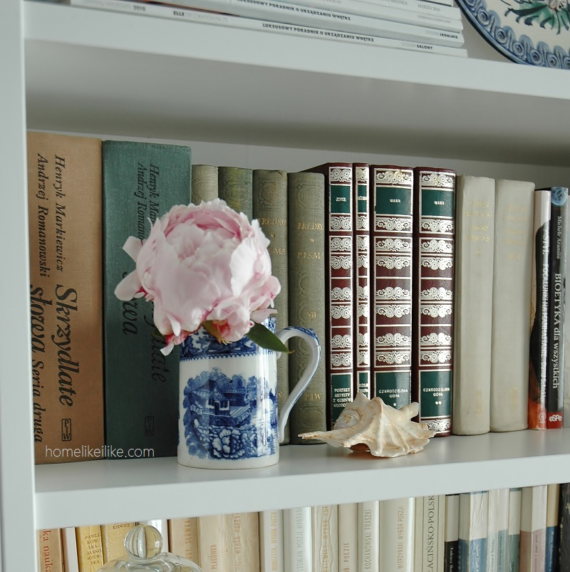 bookshelf styling - homelikeilike.com