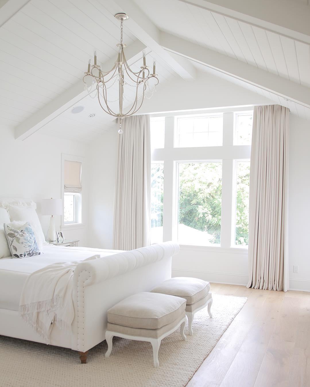 jshomedesign - master bedroom - biały dom